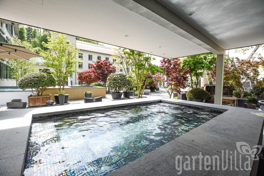 low-mosaik-pool-egli-jona-garten-pool-bau-gartenvilla-apr2020